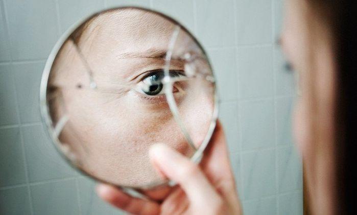 làm vỡ gương là điềm gì