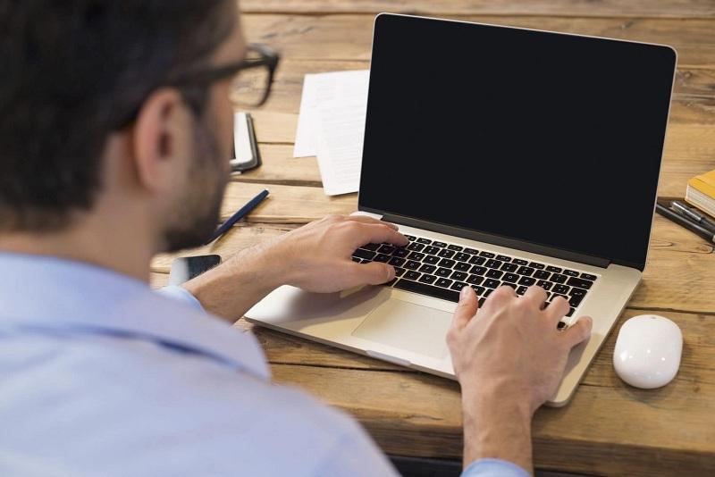 máy tính bị màn hình đen không vào được win